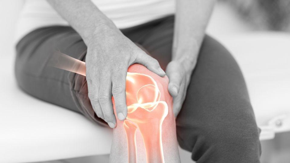 knee hurts when sitting