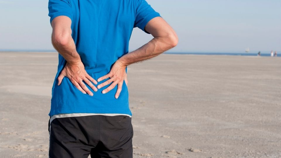 man trying to walk with piriformis syndromr