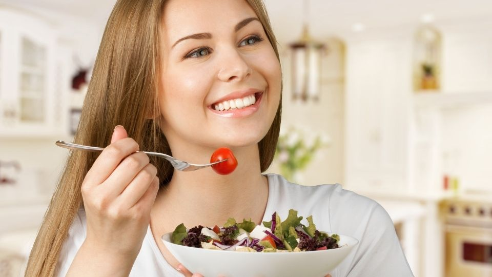 woman at best sitting position for eating
