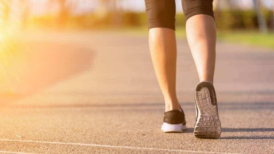 woman walking to reduce weight